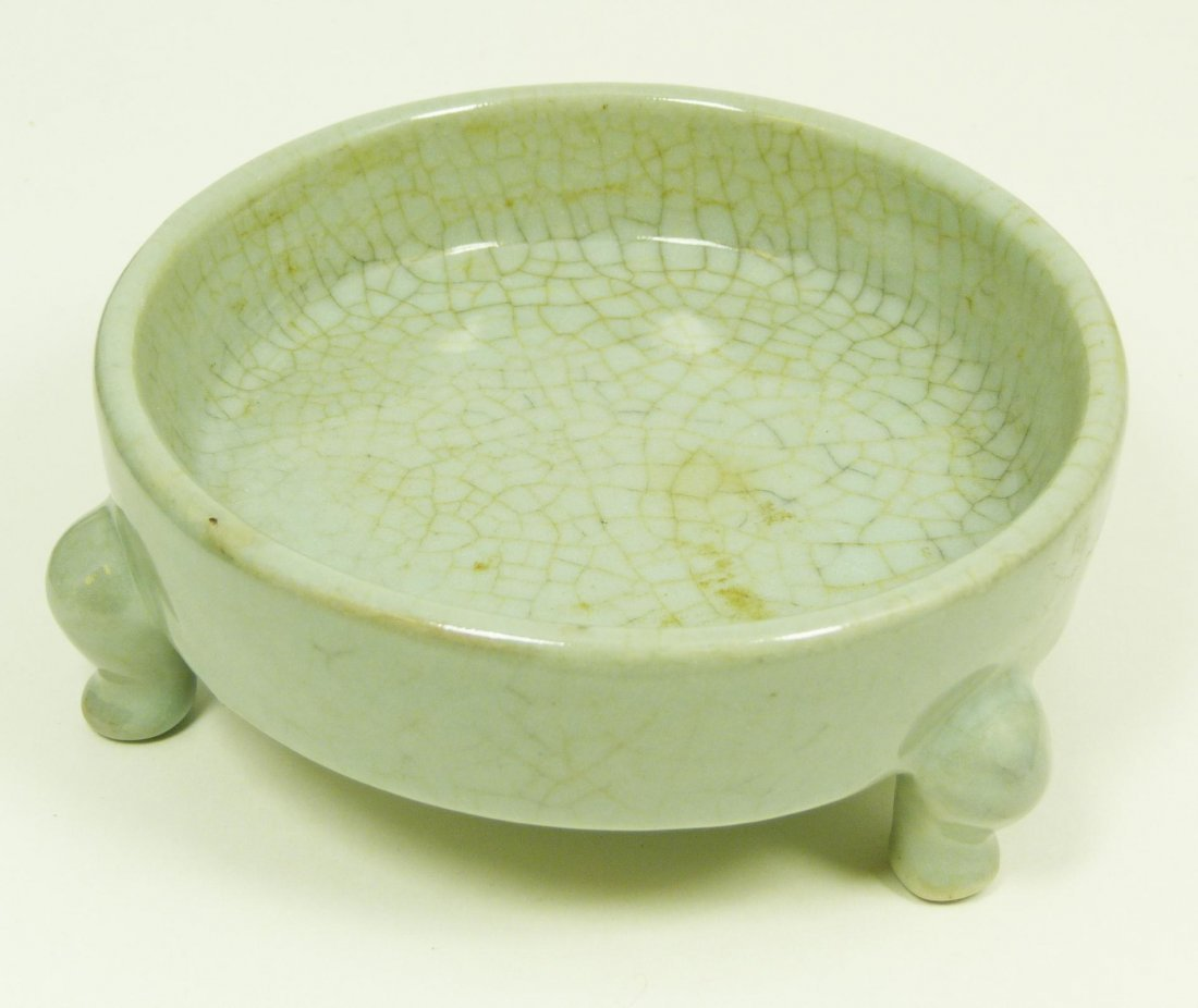 515: 18th C CHINESE CRACKLE GLAZE CELADON FOOTED DISH