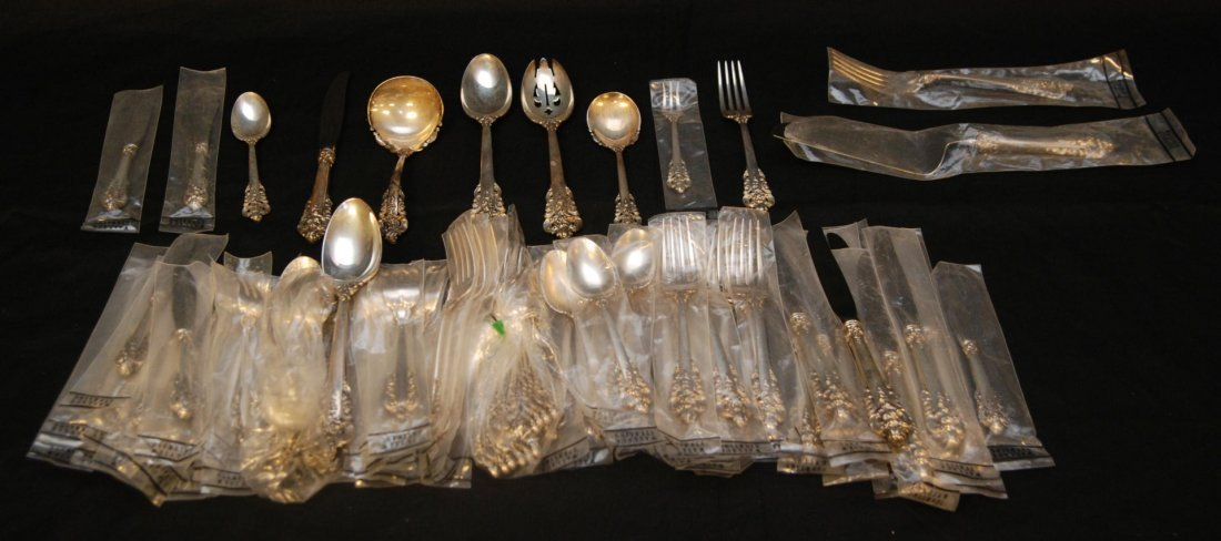 8: 92pc WALLACE GRAND BAROQUE STERLING FLATWARE SET