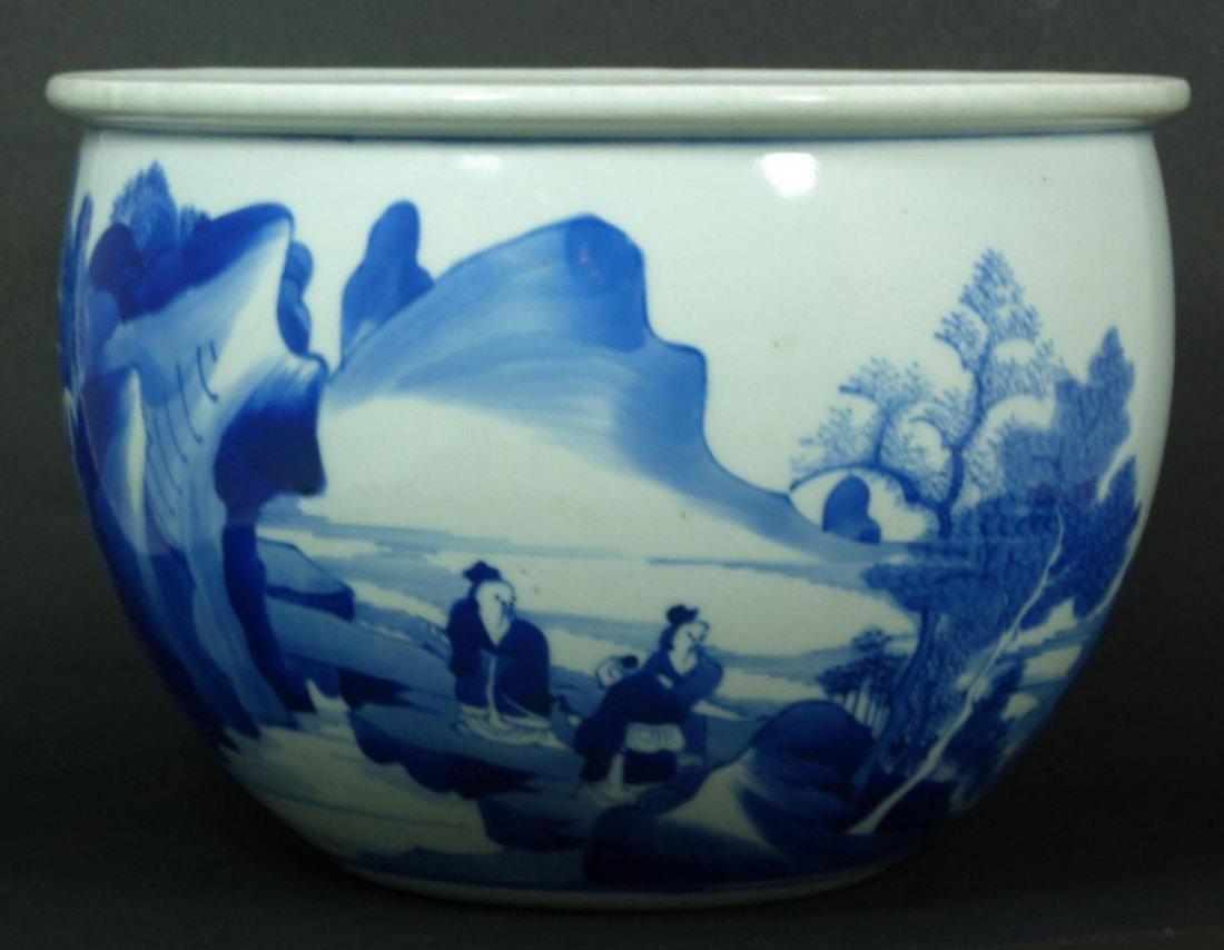 16: 18th CCENTURY CHINESE BLUE & WHITE FISH BOWL