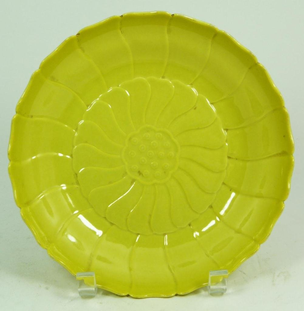 9: AN 18th C CHINESE YELLOW GLAZE FLOWER BOWL