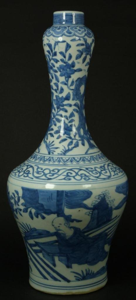 4A: 16th CENTURY CHINESE BLUE & WHITE PORCELAIN VASE