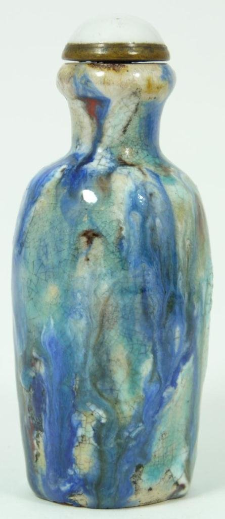 406: A CHINESE BLUE & WHITE GLAZED POTTERY SNUFF BOTTLE