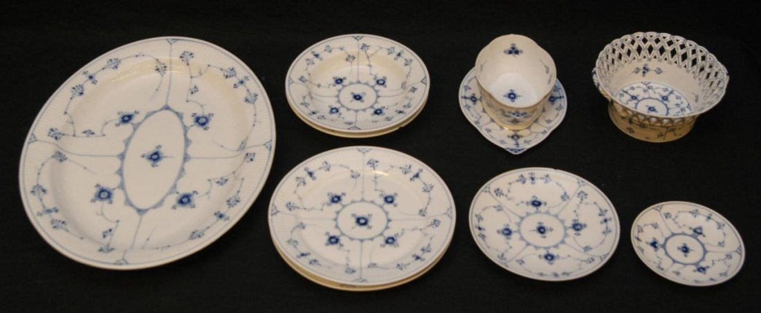 6: 9 PIECES OF ROYAL COPENHAGEN BLUE FLUTED CHINA
