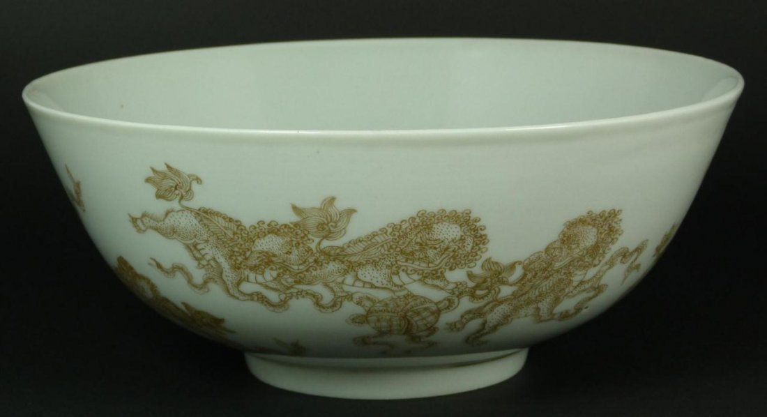 5: 18th C CHINESE GOLD PAINTED PORCELAIN FOO DOG BOWL