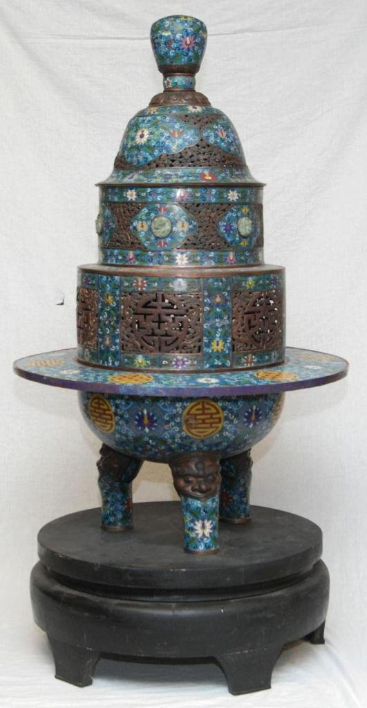 PALATIAL CHINESE COVERED URN WITH JADE INLAY