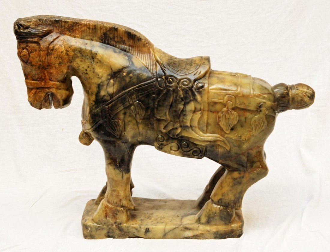 PALATIAL CARVED CHINESE JADE HORSE SCULPTURE