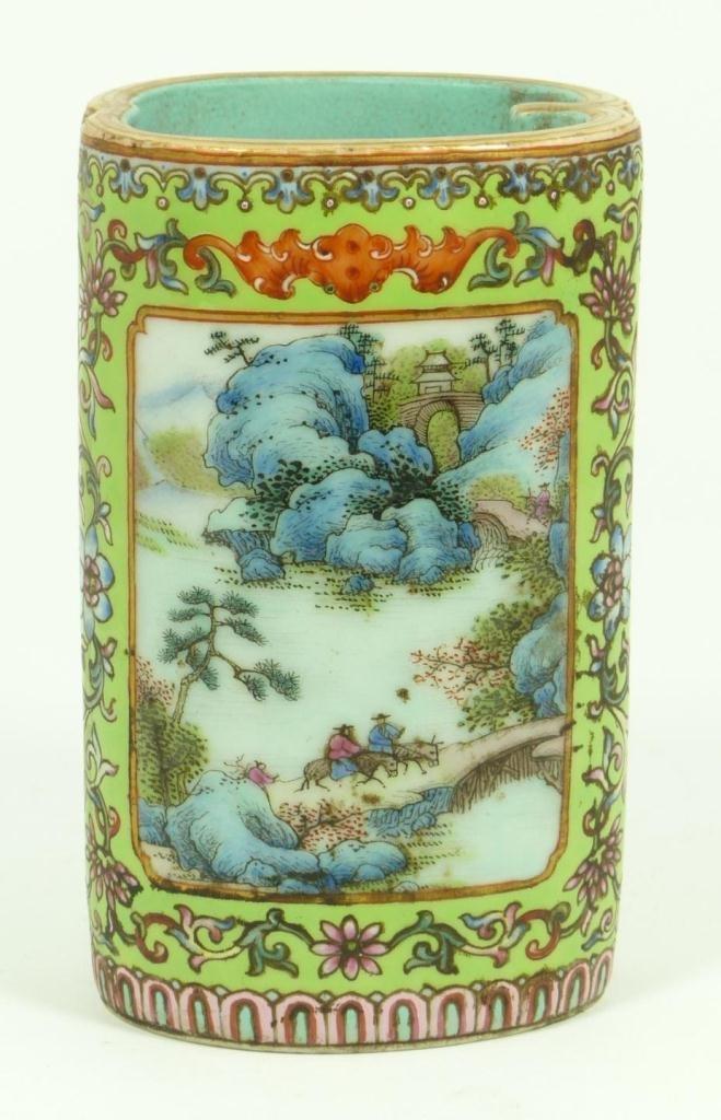 19th CENTURY CHINESE FAMILLE ROSE BRUSH POT