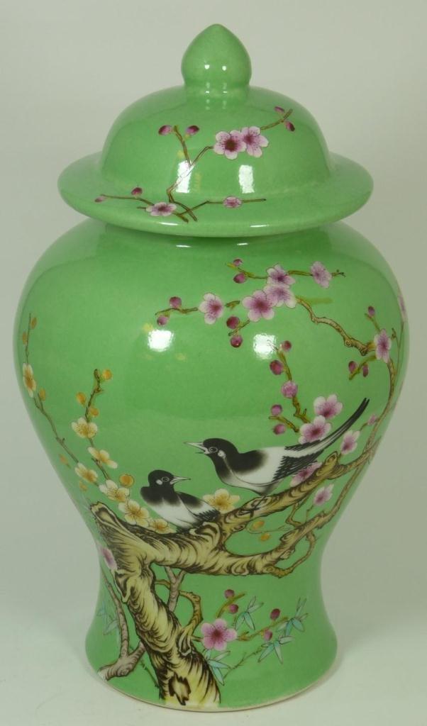 CHINESE GREEN GROUND GUANGXU MARK GENERAL'S JAR
