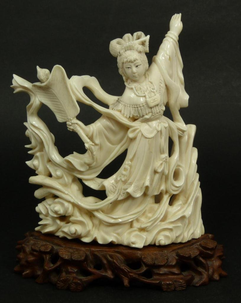 CHINESE CARVED IVORY QUAN YIN FIGURE