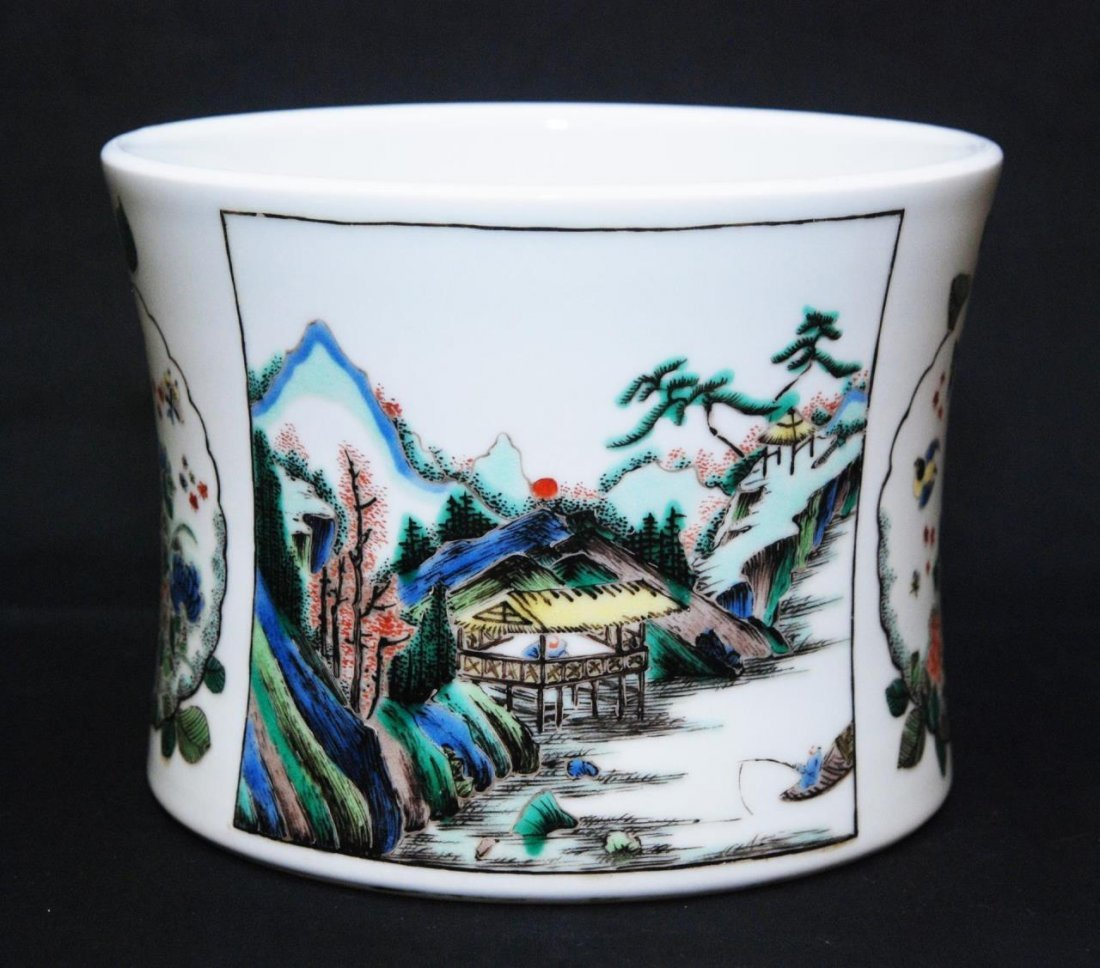 19th CENTURY CHINESE WUCAI PORCELAIN BRUSH POT