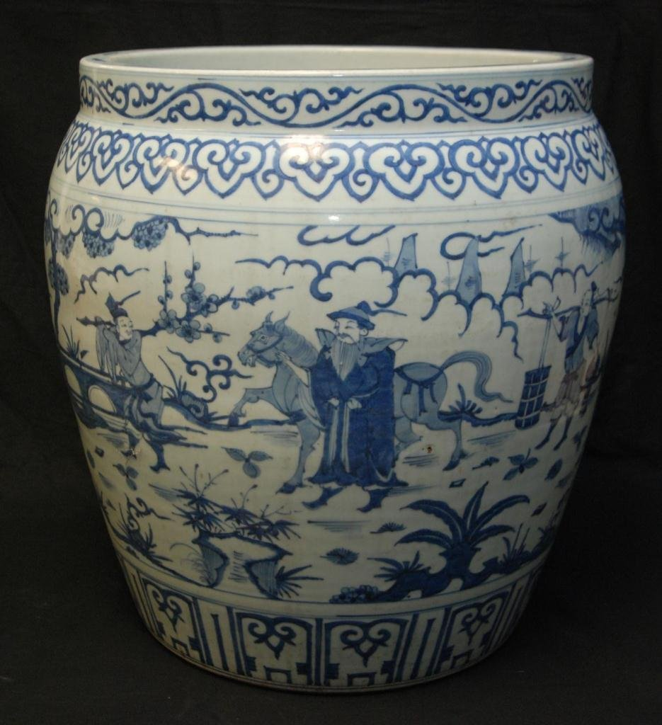 MID TO LATE MING DYNASTY BLUE & WHITE PLANTER