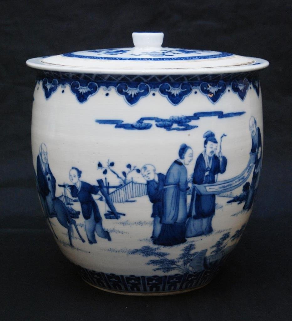 19th C CHINESE BLUE & WHITE PORCELAIN COVERED POT