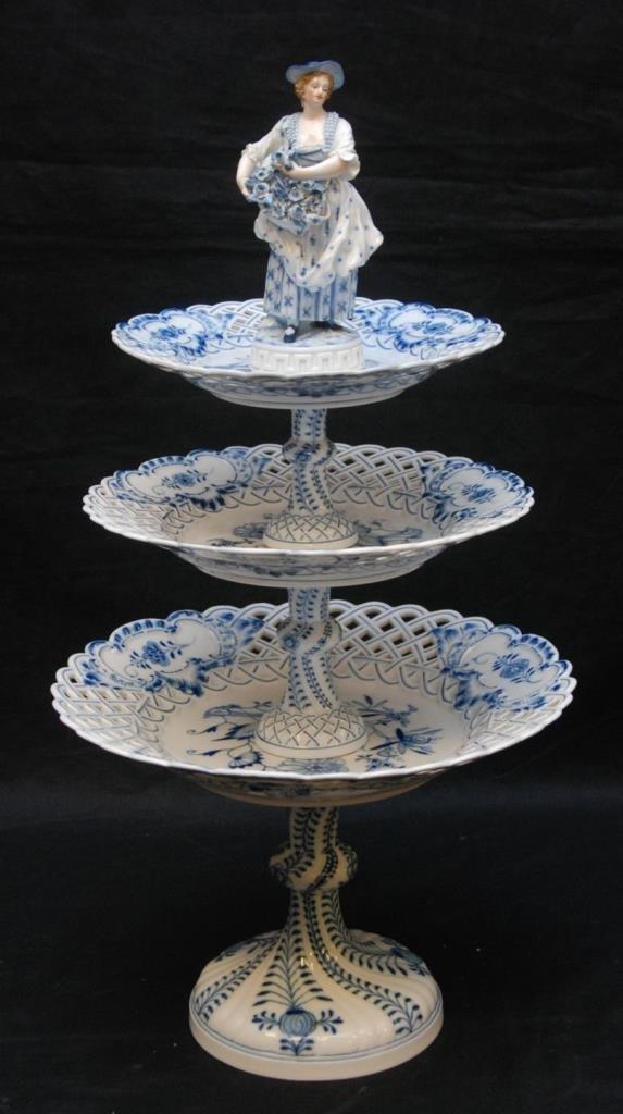 19th C MEISSEN PORCELAIN BLUE ONION CAKE STAND