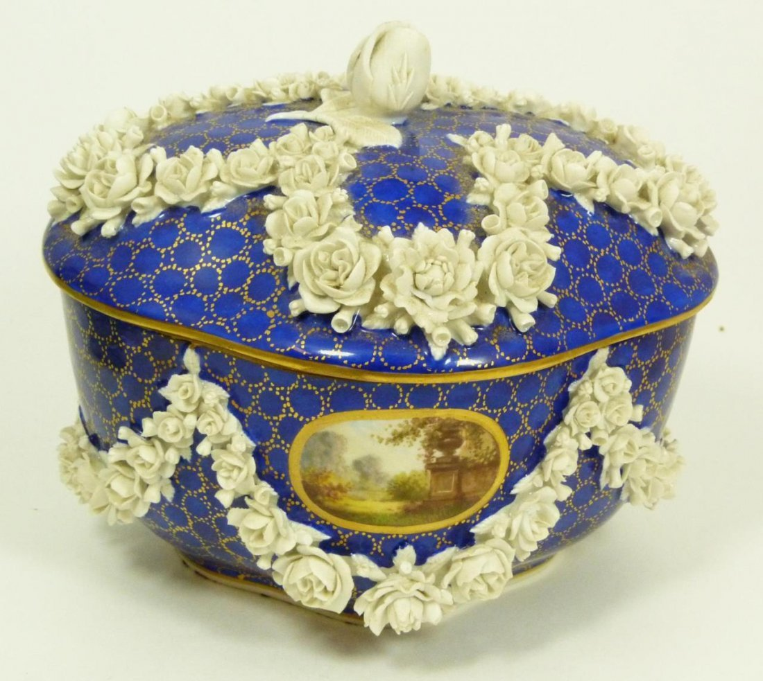 EARLY 19th NIDERVILLER FRENCH PORCELAIN COV'D BOX