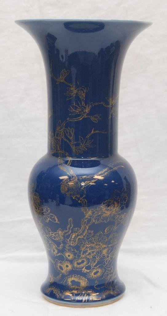 19th C CHINESE BLUE AND GOLD LONG NECK VASE