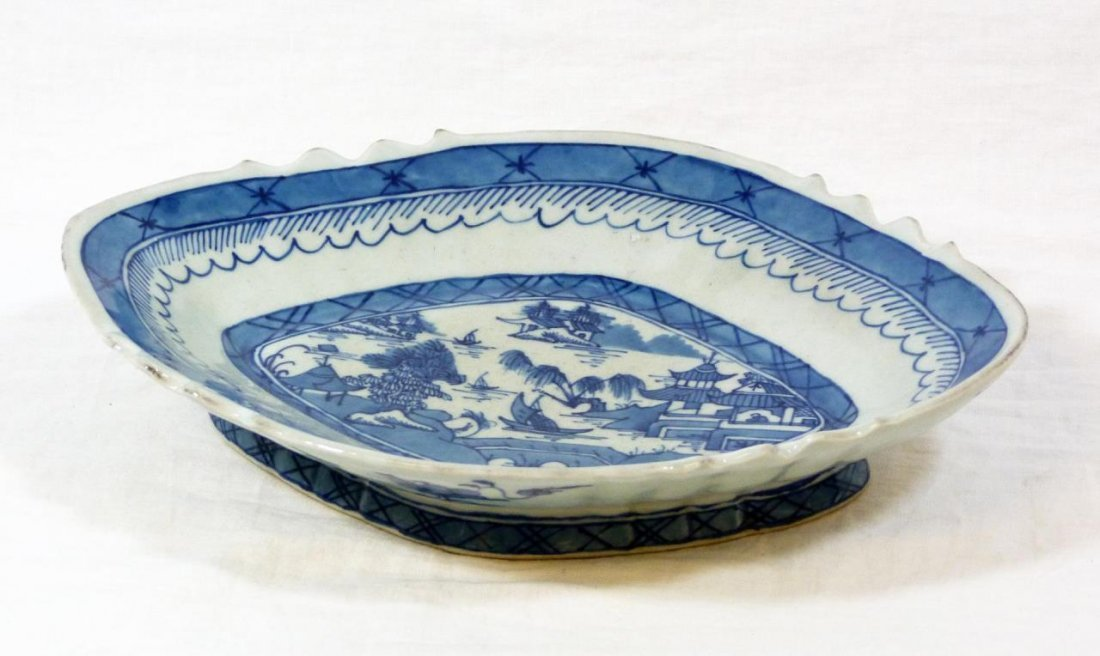 ANTIQUE CHINESE BLUE & WHITE OVAL FOOTED BOWL