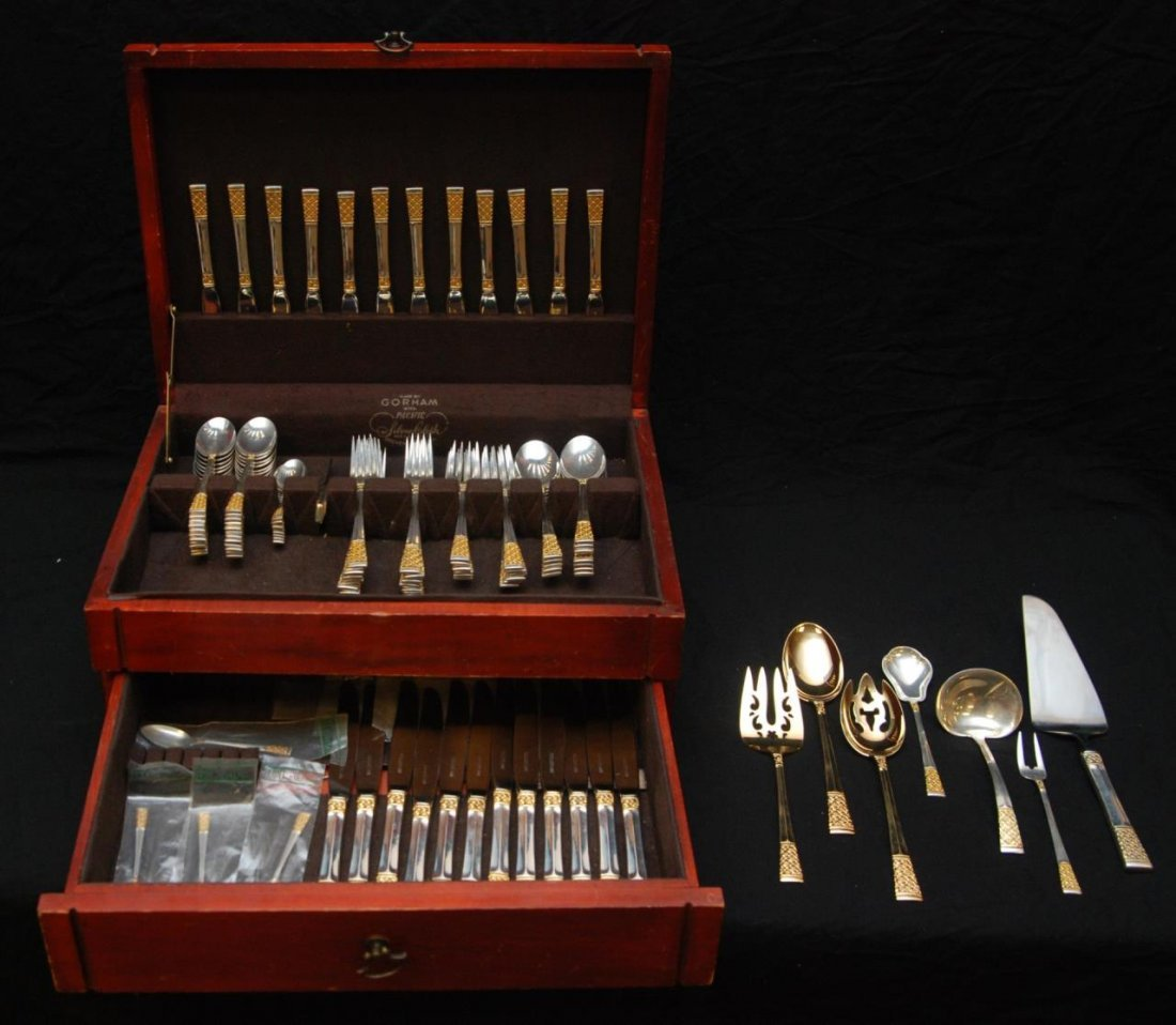 103pc LUNT GOLDEN COLUMBINE STERLING FLATWARE SET