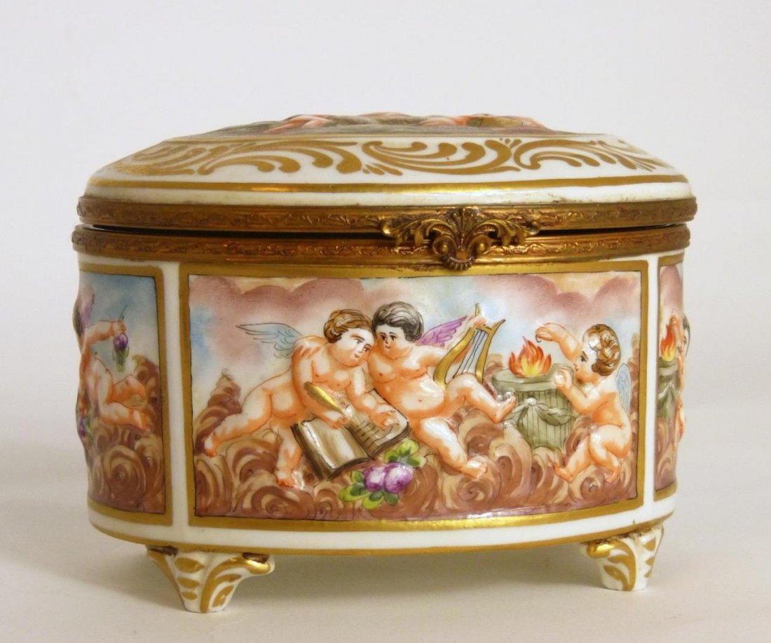 19th C CAPODIMONTE PORCELAIN OVAL CHERUBS BOX