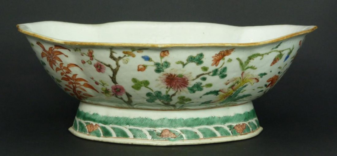 CHINESE CH'IEN LUNG PERIOD PORCELAIN LOTUS BOWL