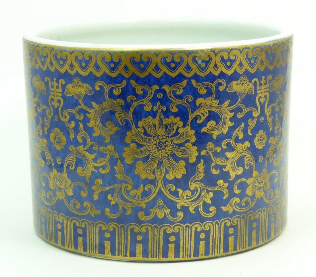CHINESE QIANLONG GOLD & BLUE PORCELAIN BRUSH POT