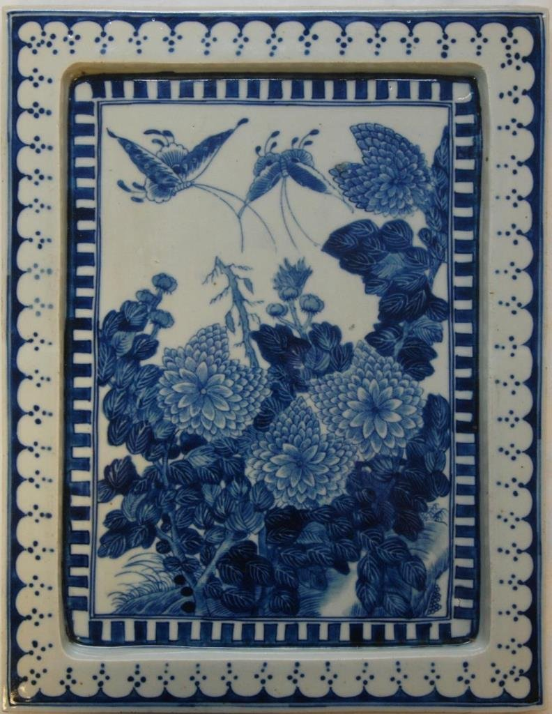 19th CENTURY CHINESE BLUE & WHITE FLORAL TRAY
