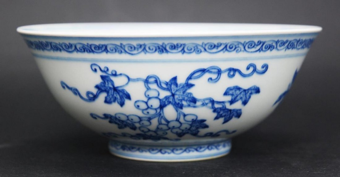 18th C CHINESE BLUE & WHITE PORCELAIN FRUITS BOWL