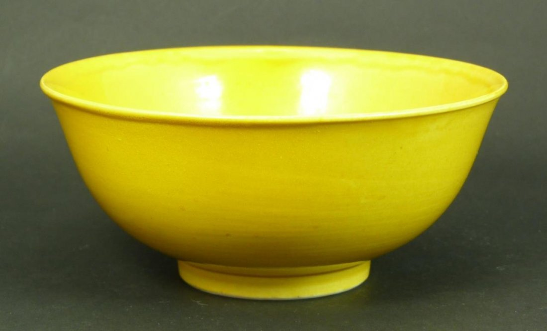 18TH C CHINESE YELLOW PORCELAIN RICE BOWL