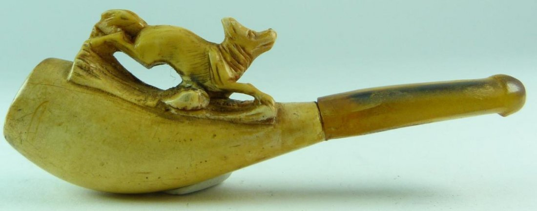 SMALL CARVED MEERSCHAUM PIPE OF A DOG w/ CASE