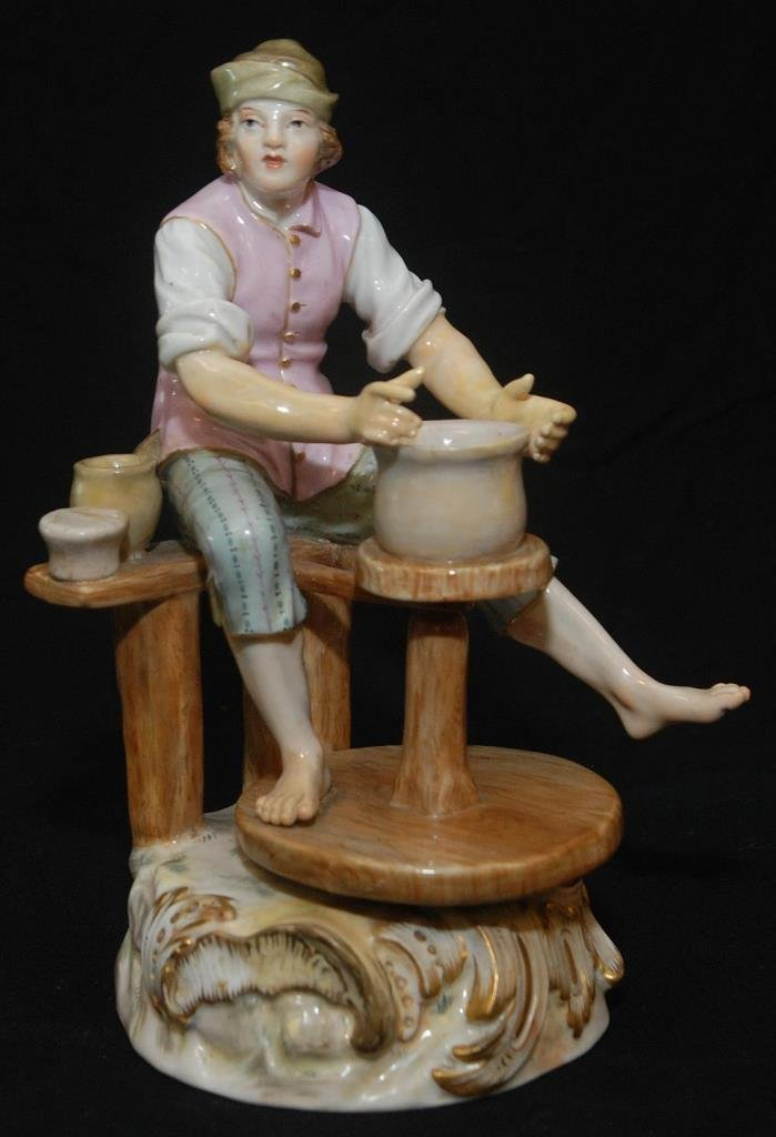 ANTIQUE MEISSEN FIGURINE OF A POTTERY MAKER