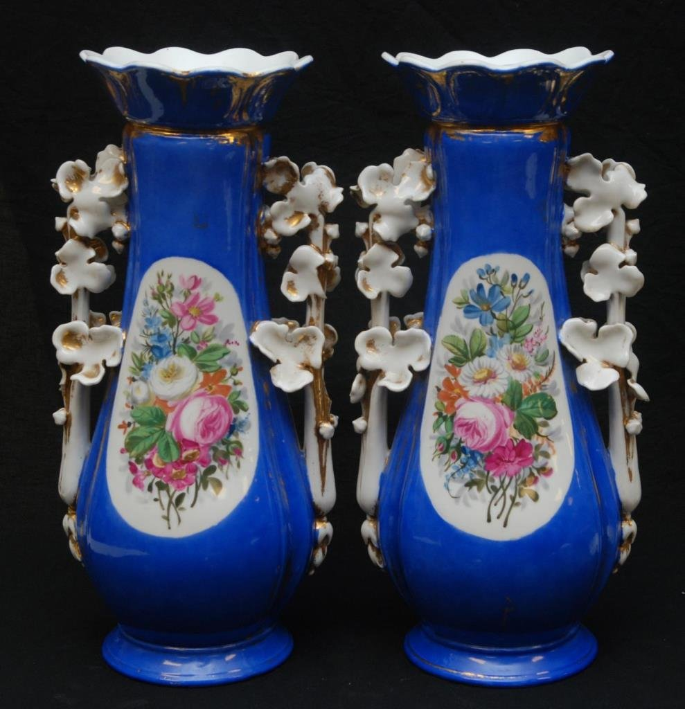 IMPORTANT PAIR OF OLD PARIS HAND PAINTED URNS