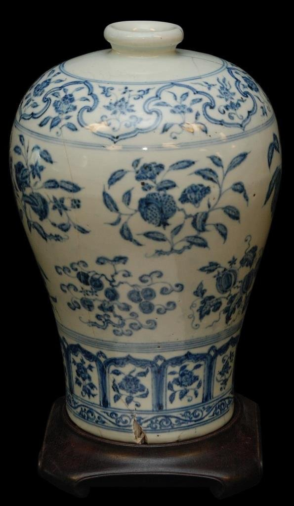 CHINESE MING BLUE & WHITE PORCELAIN MEIPING VASE
