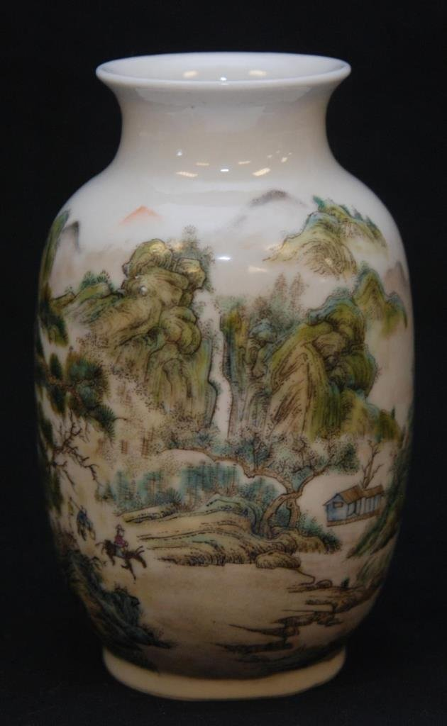 REPUBLIC PERIOD CHINESE ENAMELED PORCELAIN VASE