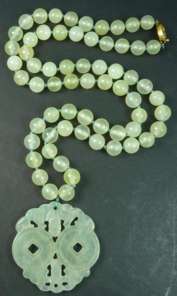 CHINESE JADE BEADED NECKLACE WITH PENDANT