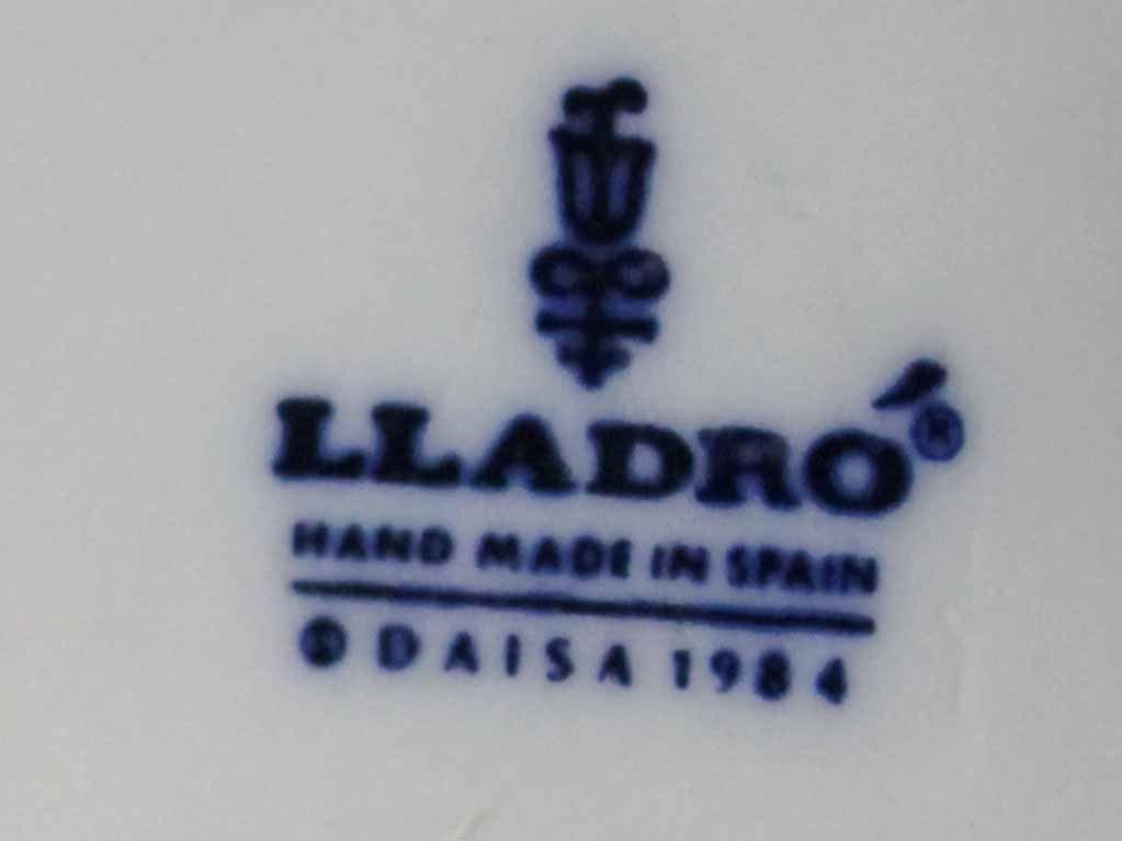 LLADRO FIGURE 'HERE COMES THE BRIDE' 1446 - 10