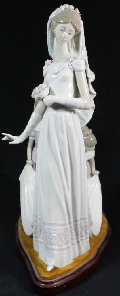 LLADRO FIGURE 'HERE COMES THE BRIDE' 1446 - 2