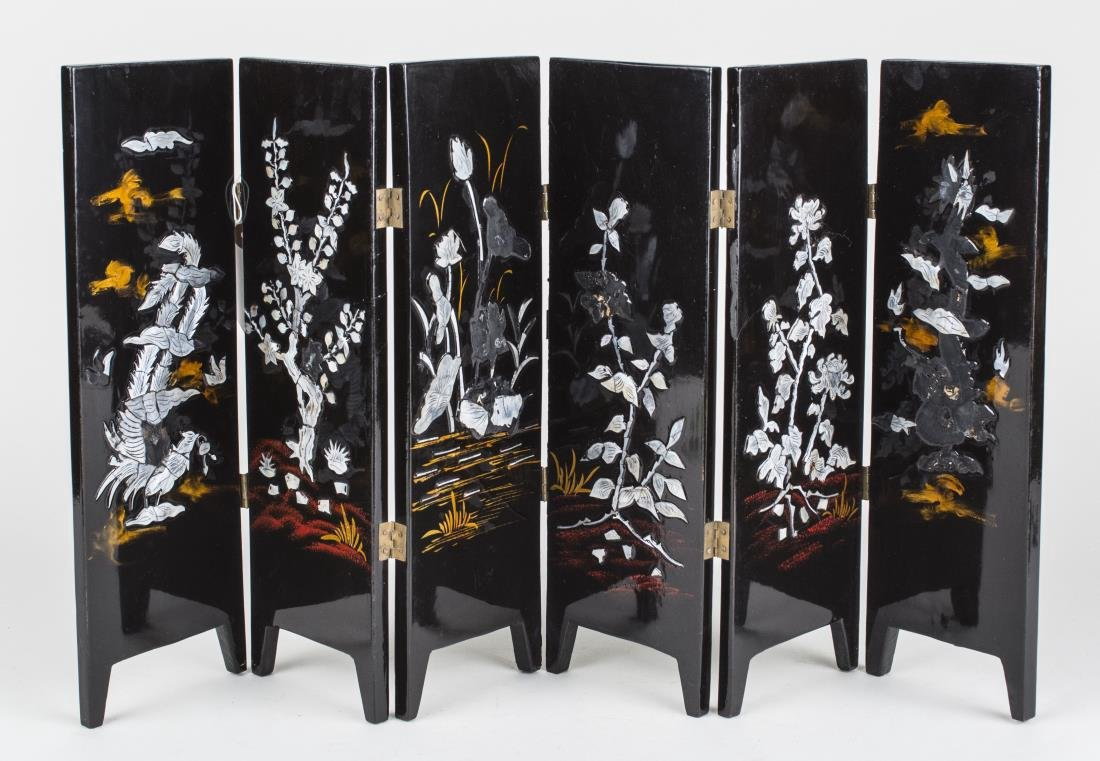Chinese Lacquered Table Screen