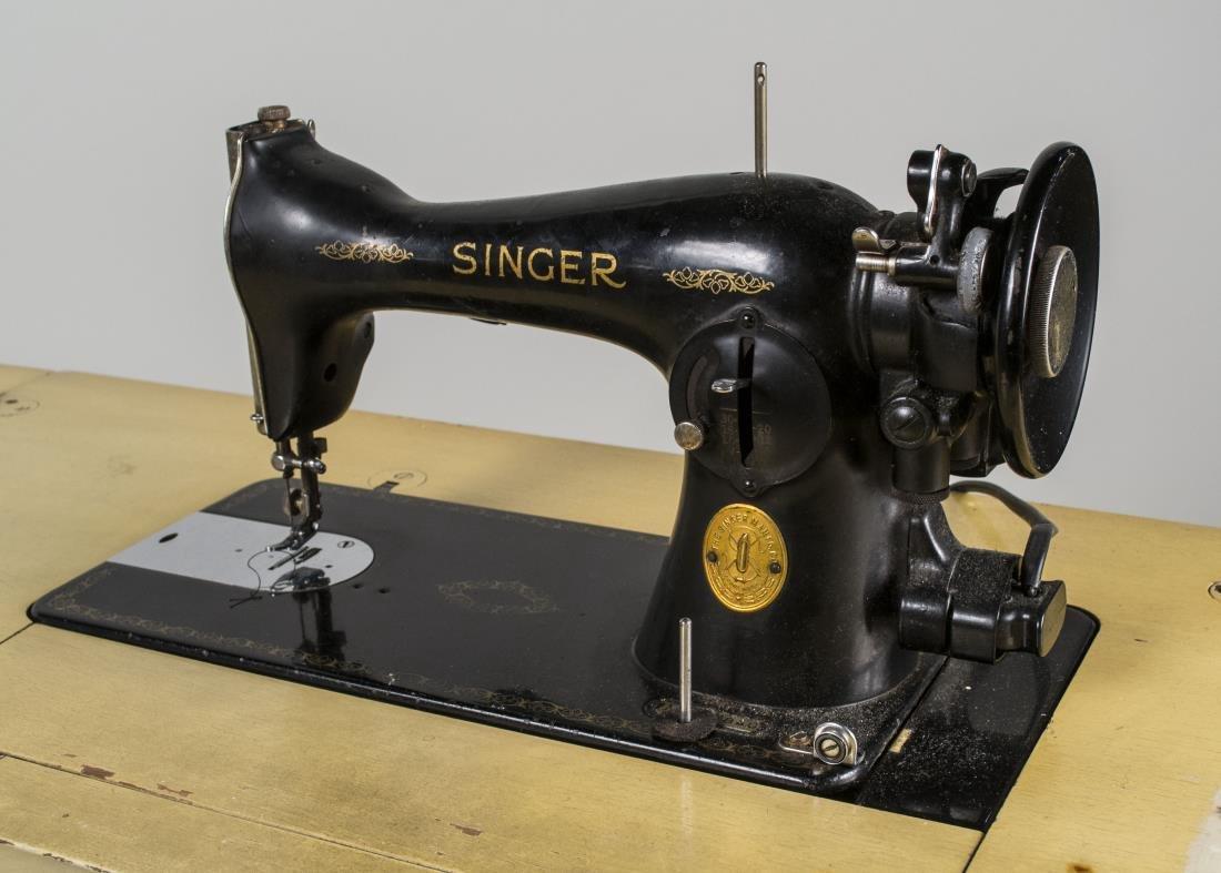 Art Deco Singer Sewing Machine in Cabinet - 3