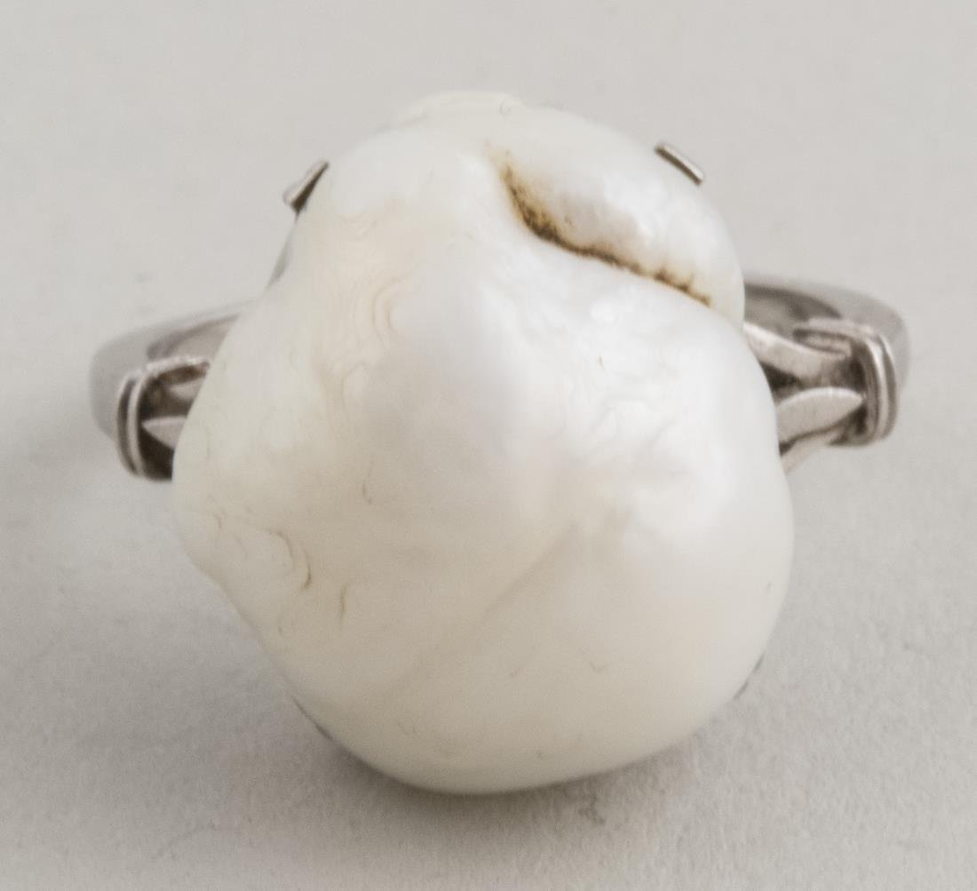 Natural Pearl Ring   *