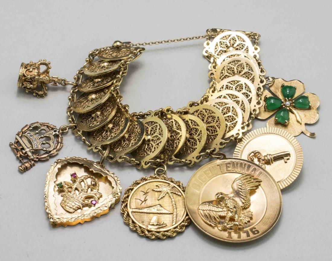 Gold Charm Bracelet   *