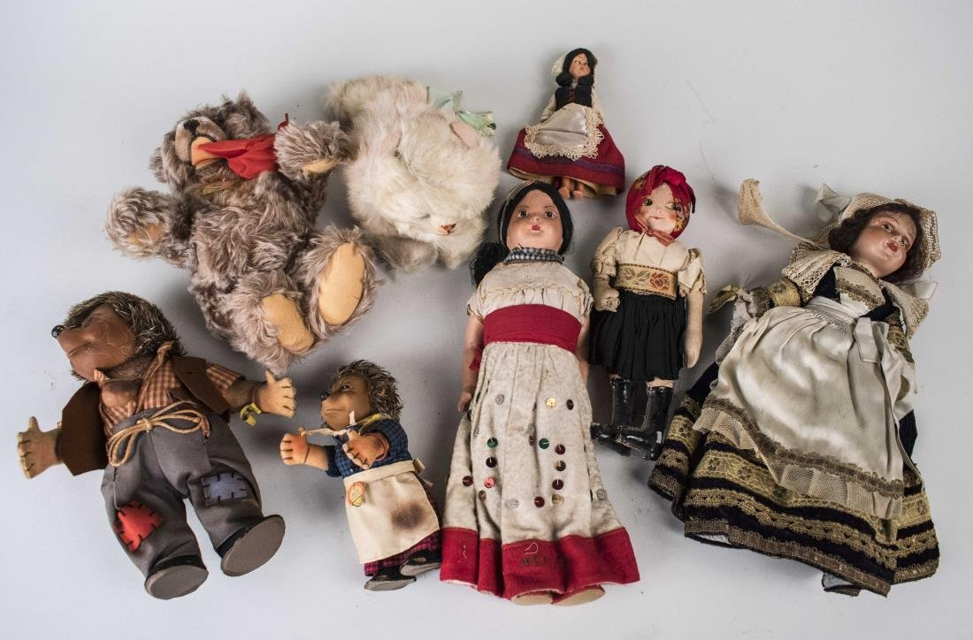 Collection of Dolls