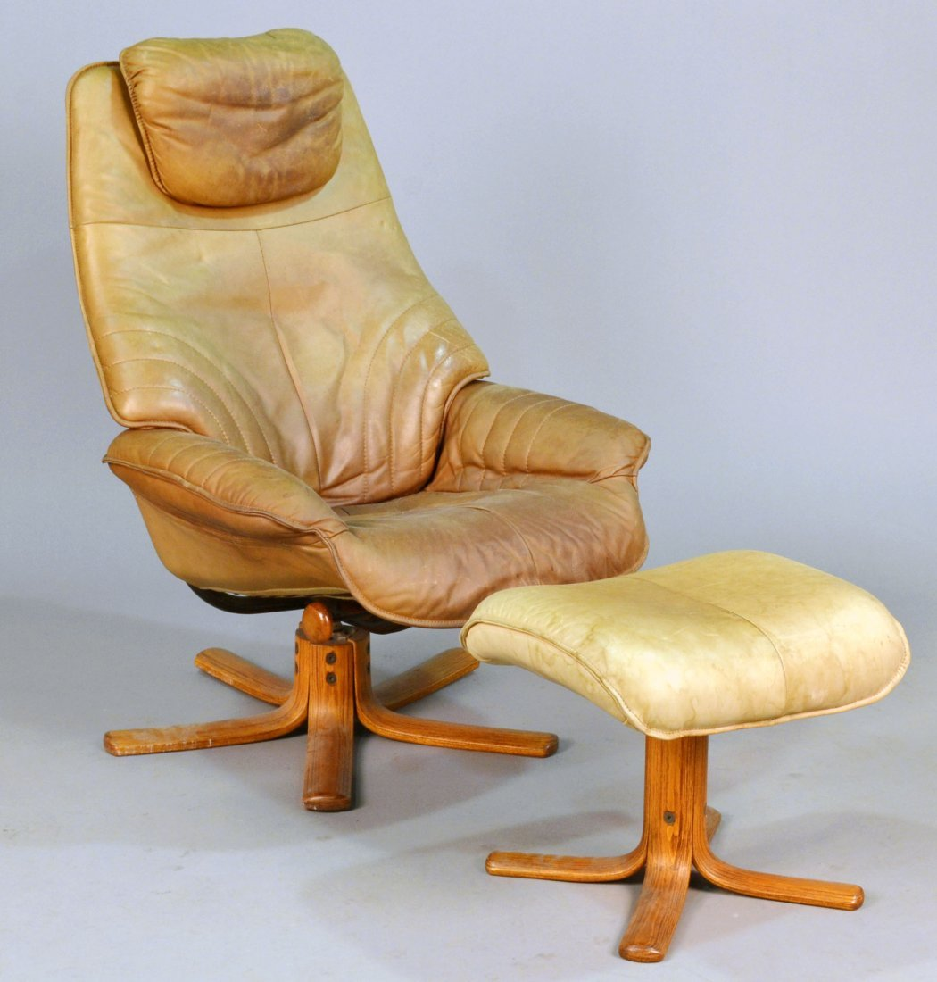 392: Mid Century Modern Lounge Chair and Ottoman