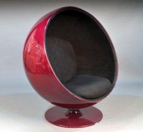 216: Mid Century Modern Egg Style Chair