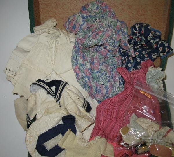 19: Vintage Doll Trunk/ Lot of Vintage Doll Clothes: