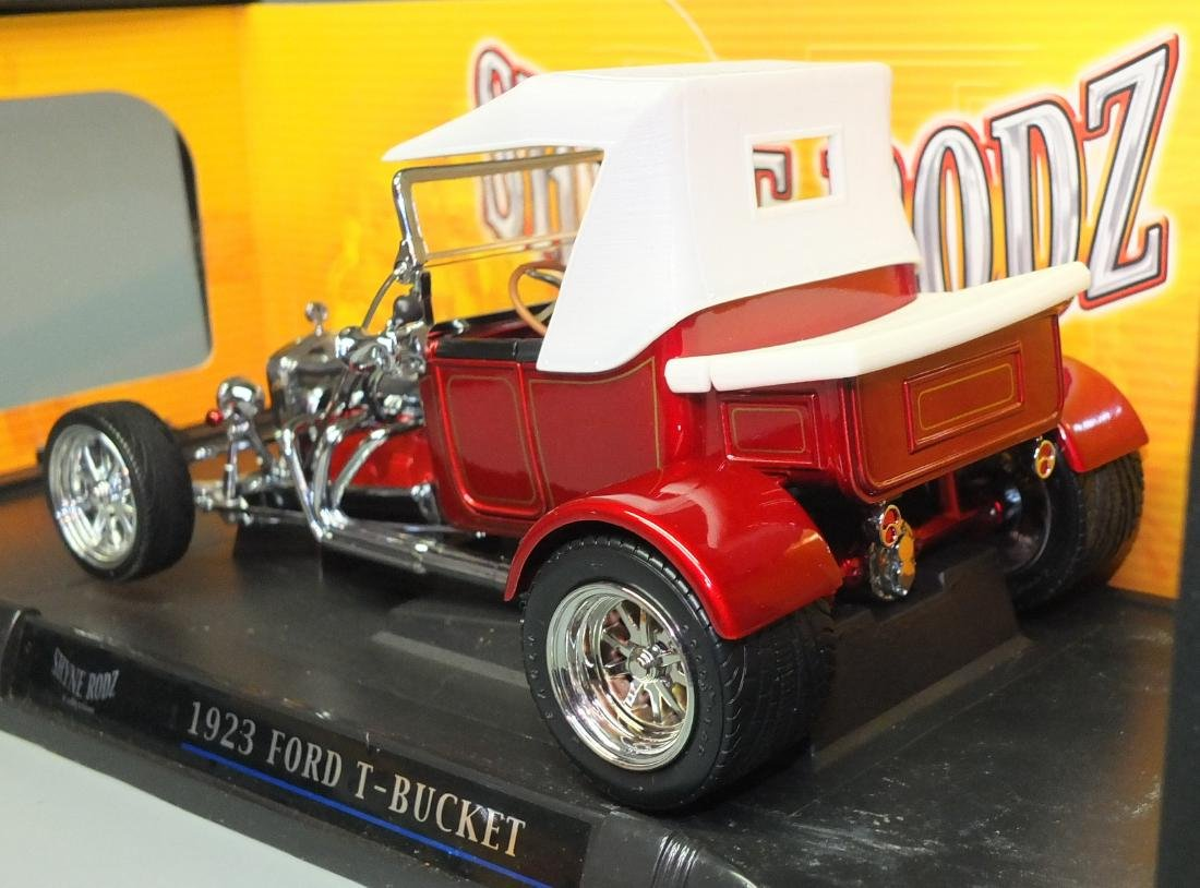 ROAD SIGNATURE SHYNE RODZ RED 1923 FORD T-BUCKET 1:18 - 4