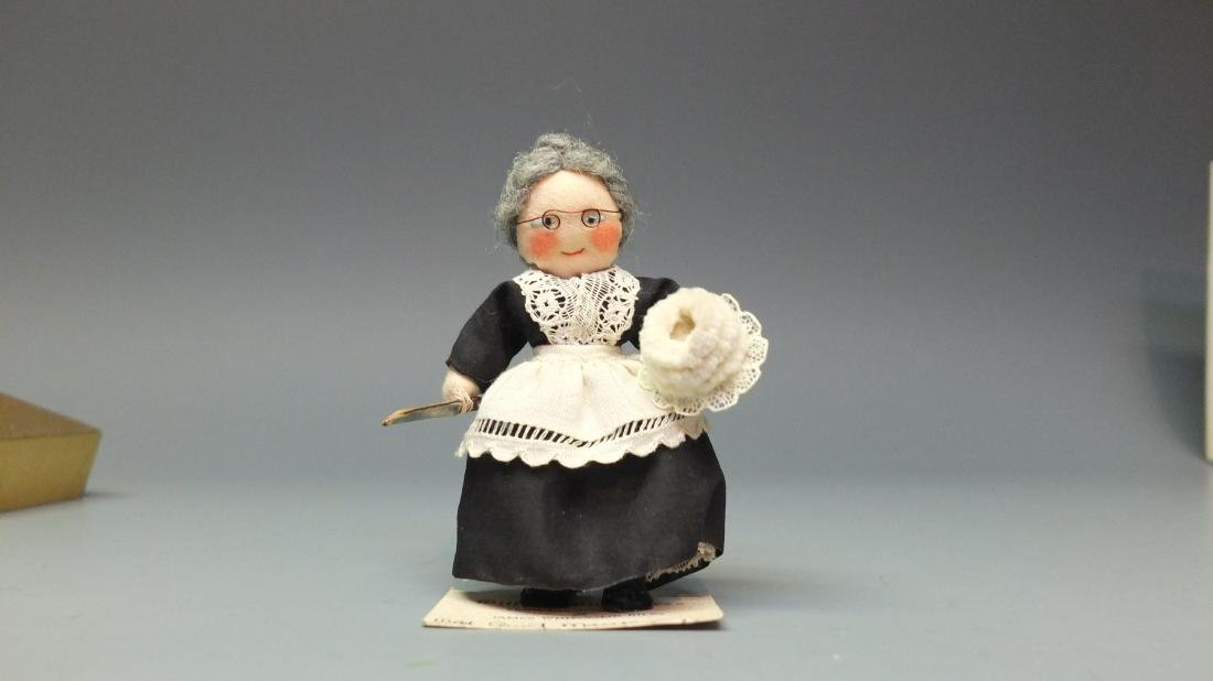 MILLY'S MINIATURES OLD AUNT MARY DOLL & BOX - 2