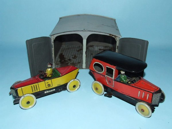 10: GREPPERT & KELCH GARAGE & 2 TIN WIND UP TOY CARS