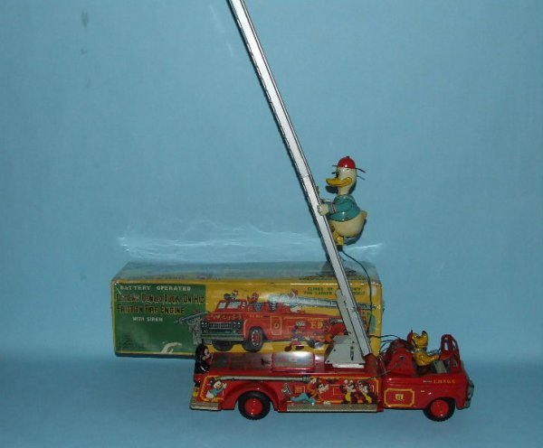 20: LINEMAR TIN CLIMBING DONALD DUCK FIRE ENGINE & BOX