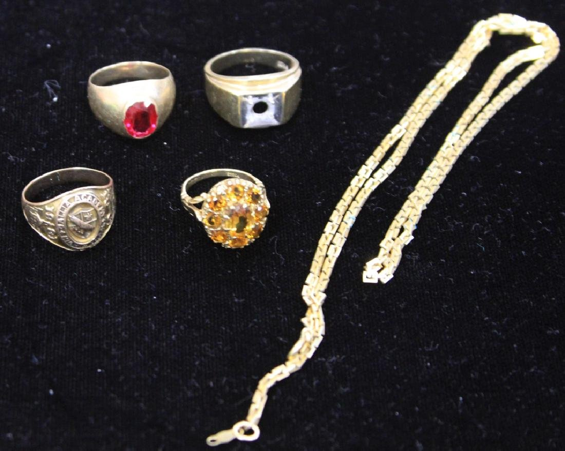 LOT OF (5) 9KT-10KT ESTATE JEWELRY: RINGS, CHAIN