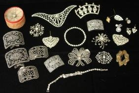 LOT OF (18) VINTAGE COSTUME JEWELRY