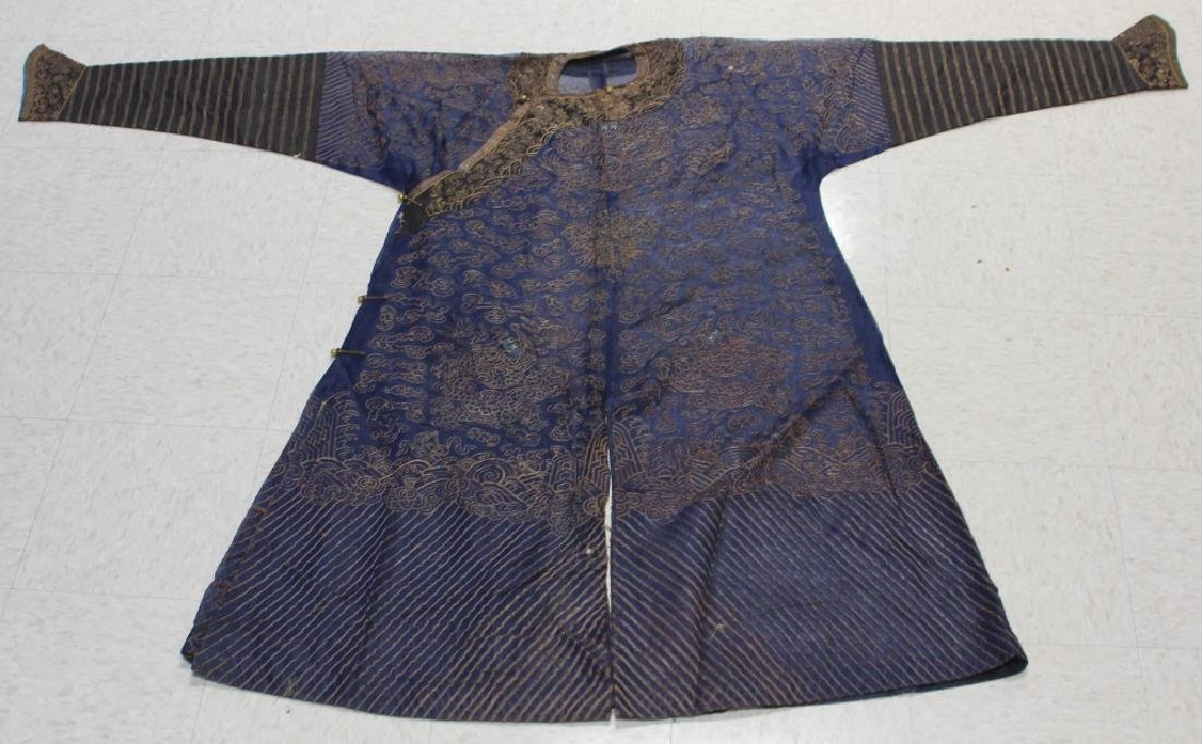 EARLY 20TH CENTURY CHINESE EMBROIDERED ROBE